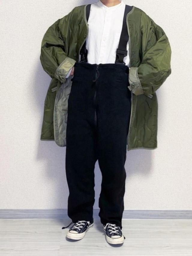 画像: 【ユニクロ】オーバーサイズフランネルスタンドカラーシャツ ¥2,189(税込) 【FREAK'S STORE】M-65 キルトライナーコート ¥6,996(税込) 【MILITARY】フリースオーバーオール ¥6,380(税込) 出典:WEAR