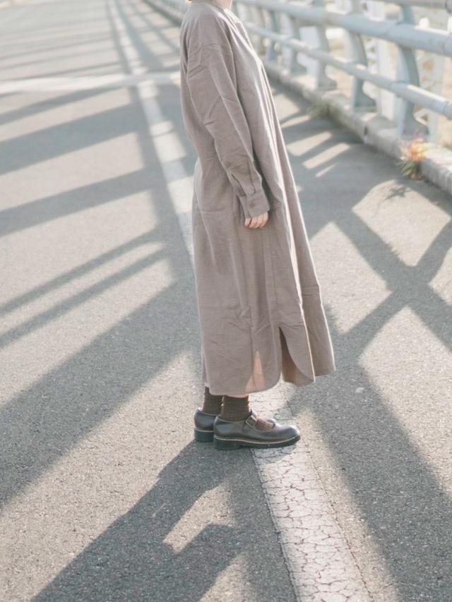 画像: 【無印良品】ワンピース¥4,990(税込)【DAISO】ソックス¥110(税込)【kutir】ローファー¥2,595(税込) 出典:WEAR