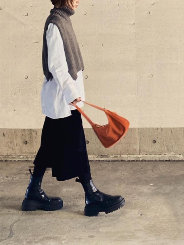 画像: 【ユニクロ】シャツ平均価格 ¥2,000~ 【JANESMITH】5ゲージ タートルネックポンチョ ¥28,600(税込) 出典:WEAR