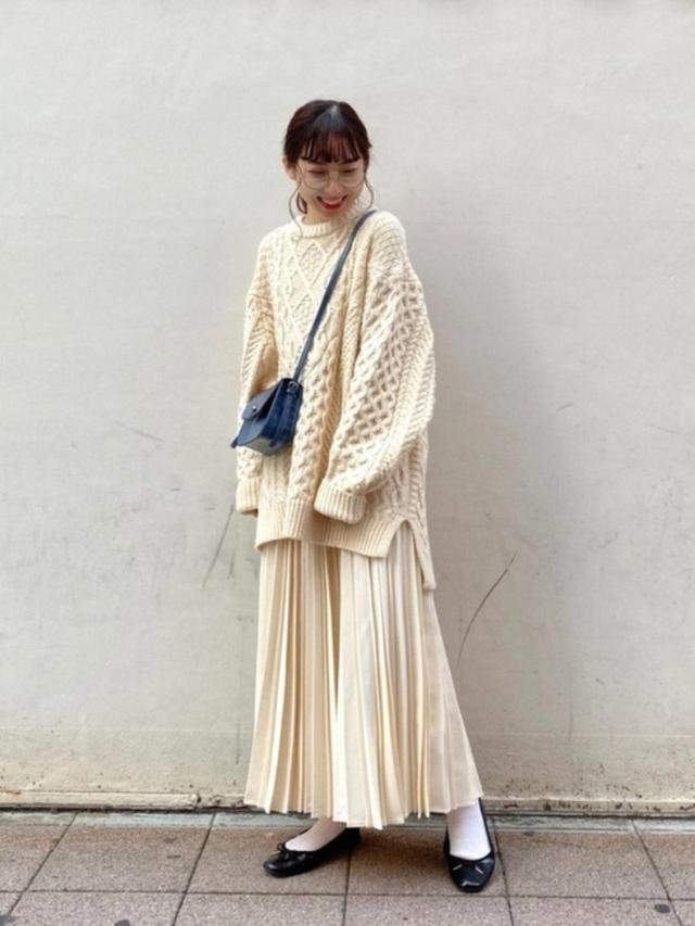 画像: 【niko and...】ニット平均価格¥4,280(税込)~スカート¥6,160(税込)バッグ¥3,630(税込) 出典:WEAR
