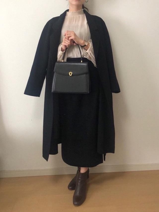 画像: 【w closet】ブラウス¥4,290(税込)【KLASSE14】腕時計¥29,700(税込)【無印良品】スカート平均価格¥3,000~【Le Talon】ブーツ¥12,100(税込) 出典:WEAR