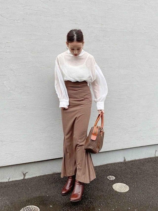 画像: 【select MOCA】ブラウス¥4,260(税込)【louren】スカート平均価格¥10,000(税込)【ADAM ET ROPE'】ブーツ¥20,900(税込) 出典:WEAR