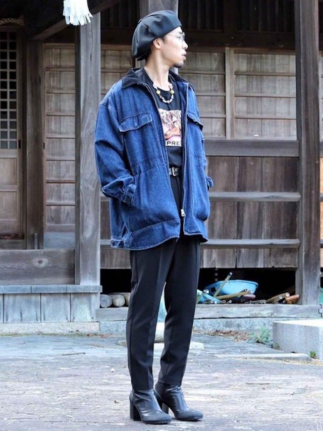 画像: 【niko and..】ジャケット平均価格¥8,000~【Supreme】Tシャツ平均価格¥10,000~【GU】パンツ平均価格¥1,500~【Random Identities】ブーツ平均価格¥50,000~【参考商品】メガネ 出典:WEAR