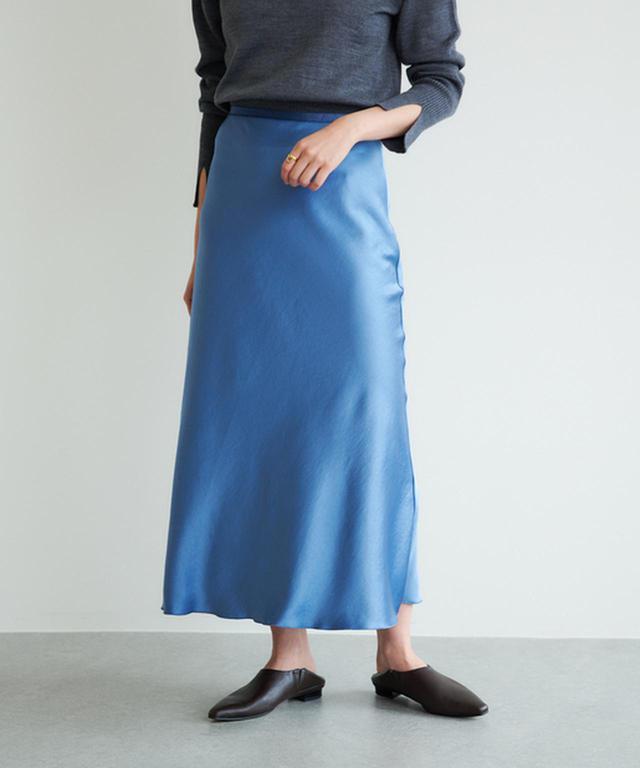 画像: 【GALLARDAGALANTE】ドレープサテンスカート ¥17,600(税込) 出典:GALLARDAGALANTE
