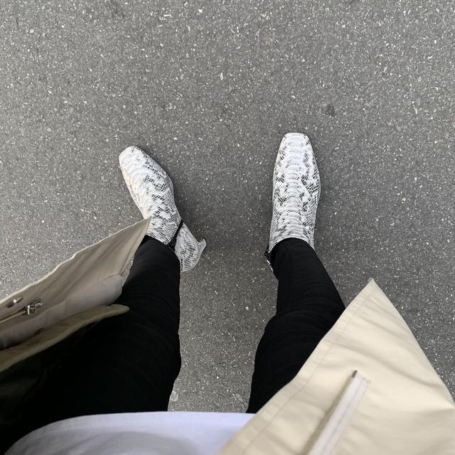画像1: 【今の季節にぴったり!パイソン柄ブーツの着回しコーデ】