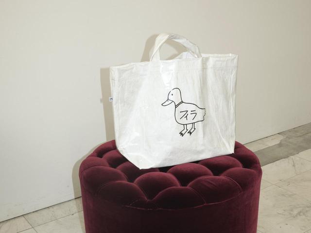 画像: Ken Kagamiとのコラボレーションによるトートバッグ¥5,900 出典:フィラ