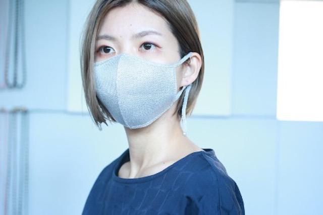 画像: シルク・フェイス・マスク(グレー)¥3,850(税込)