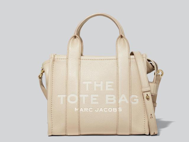 画像: 「THE LEATHER TOTE BAG」[縦21×横25.5×マチ13.5㎝]¥59,400 出典:マーク ジェイコブス