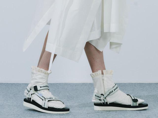 画像: 今年の新作サンダルは、セレクトショップSTUDIOUSの別注モデル ¥25,000 出典:fashion trend news
