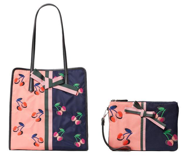 画像: チェリー刺繍シリーズ:cherry tote(H33xW31.5xD14.5cm)¥80,300 / cherry small pouch wristlet ¥49,500(H15xW21.5cm) 出典:ftn