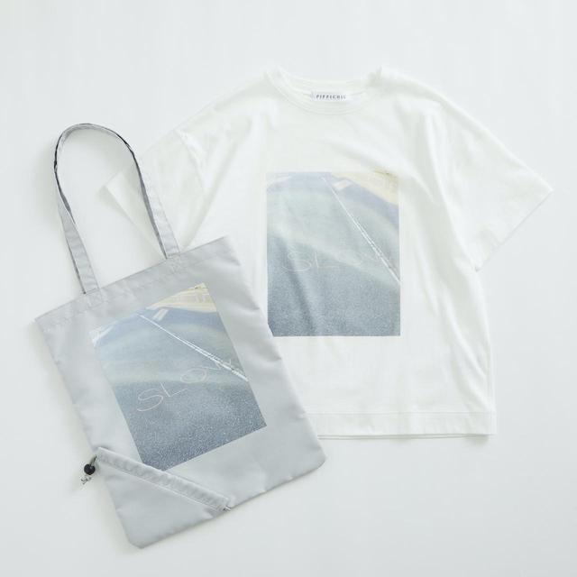 画像: Tシャツ¥11,000、バッグ¥5,500ともに【ピッピ シック】 出典:ユナイテッドアローズ