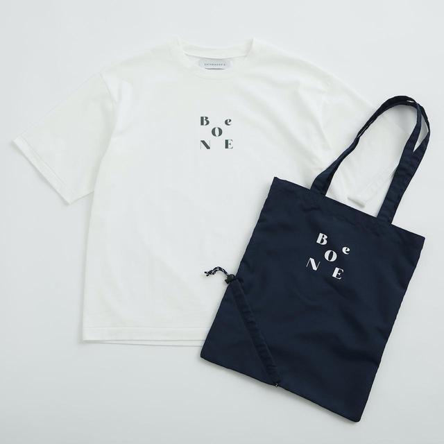 画像: Tシャツ¥14,300、バッグ¥5,500ともに【サヤカ デイヴィス】 出典:ユナイテッドアローズ