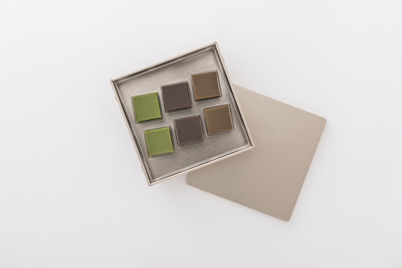 画像: 自然栽培の抹茶、三年番茶、和紅茶を使った生チョコレート、チャ ショコラ 6個入 り ¥2,160 出典:ftn