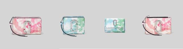 画像: 左から、THE SNAPSHOTTIE DYE COMPACT WALLET ¥30,800 /THE SNAPSHOT TIE DYE MINI COMPACT WALLET¥25,300 /THE SNAPSHOT TIE DYE MINI TRIFOLD ¥23,100 /THE SNAPSHOT TIE DYE TOPZIP MULTI WALLET ¥19,800(すべて税込み価格) 出典:ftn