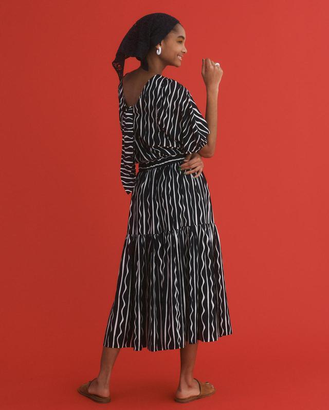 画像: テガキプリントボリュームスリーブブラウス¥17,600(税込)、テガキプリントティアードイージースカート¥17,600(税込) 出典:fashion trend news