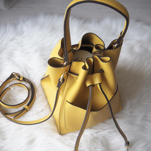 画像: 小さめバッグの口も閉まります。 www.instagram.com