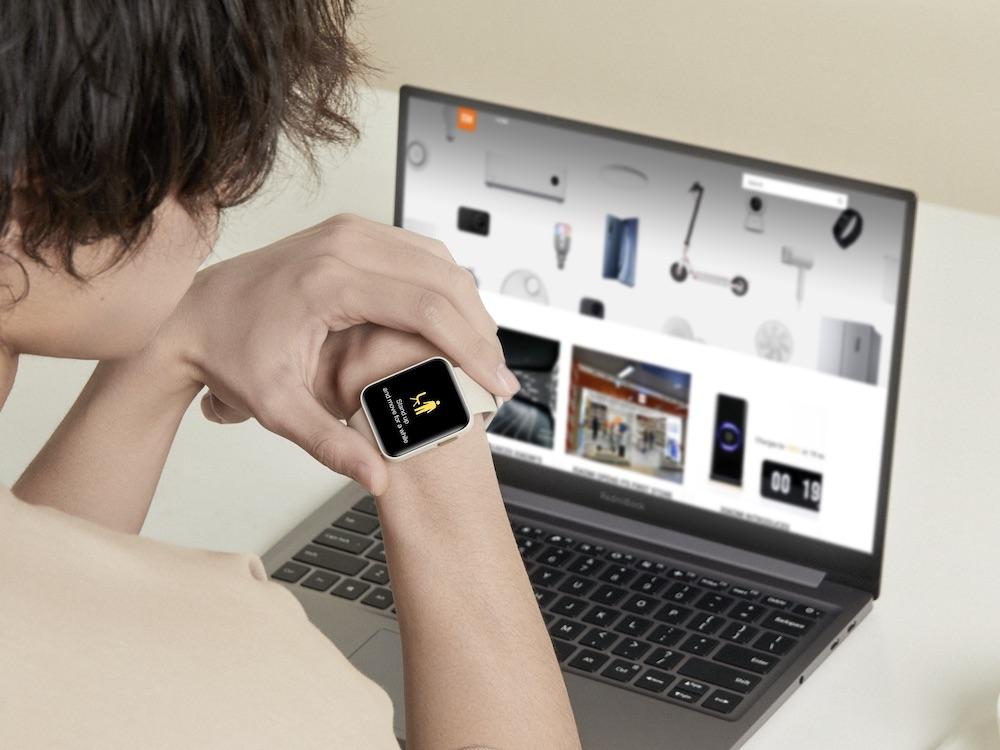 画像: 長時間パソコンで仕事をしていると体がバッキバキになるので、適度に動くように指示してくるのは◎ 出典:Mi Watch Lite