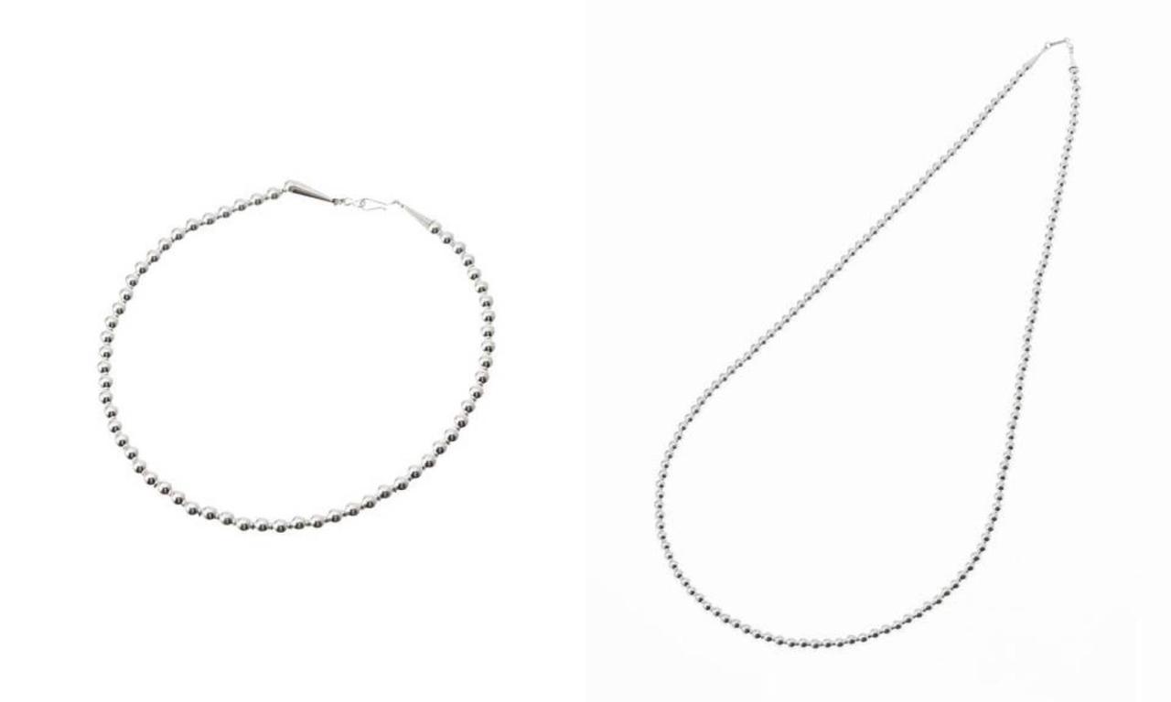 画像: 左「ナバホパールN/L SHORT:ネックレス」¥14,300、右「AL ZUNI GLOBAL JEWELRY ナバホパールN/L SHORT」¥26,400ともに【ジャーナルスタンダード】 出典:ジャーナルスタンダード