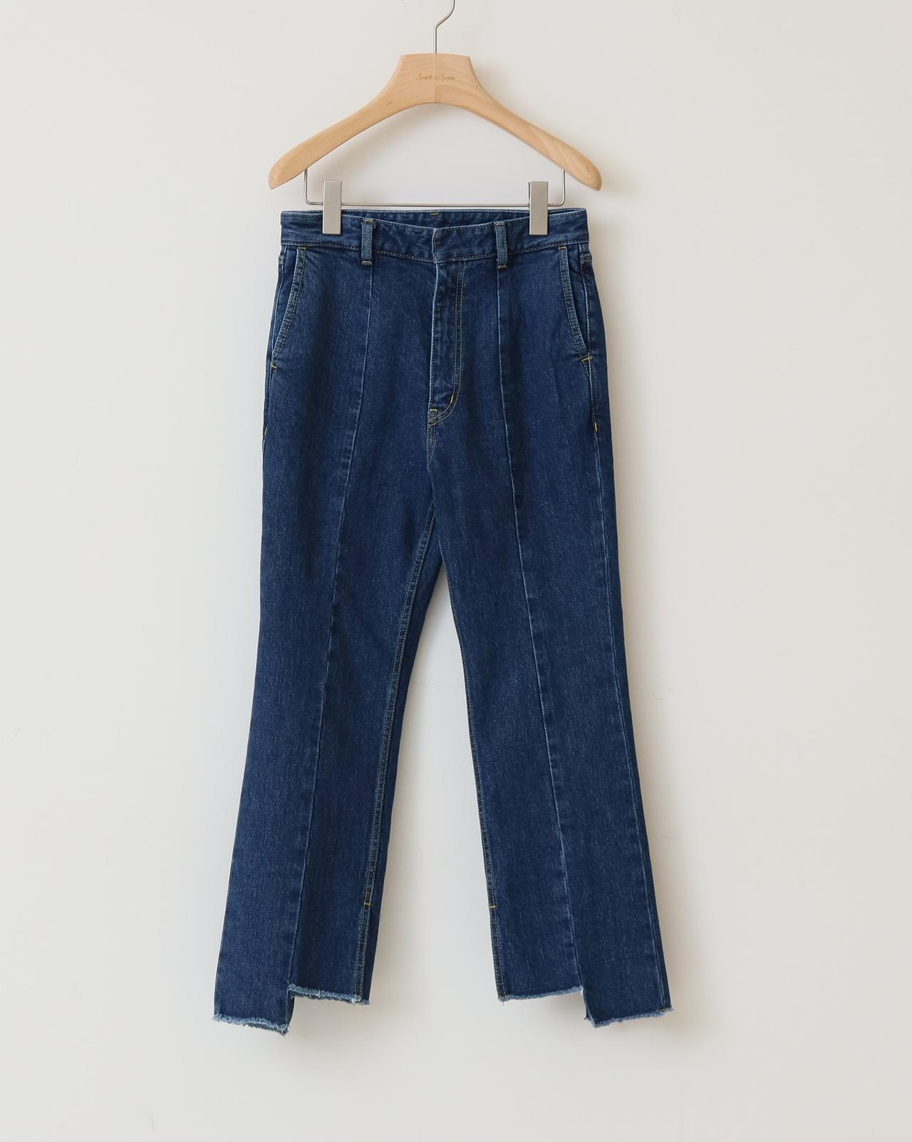 画像: 【5 1/2】クロップドデニム¥15,400(税込) 出典:fashion trend news