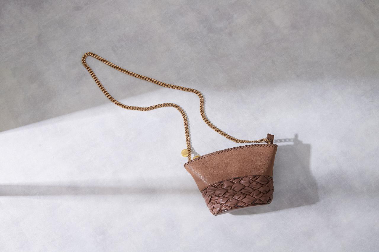 画像: バッグ¥111,100(税込)/STELLA McCARTNEY 出典:fashion trend news )