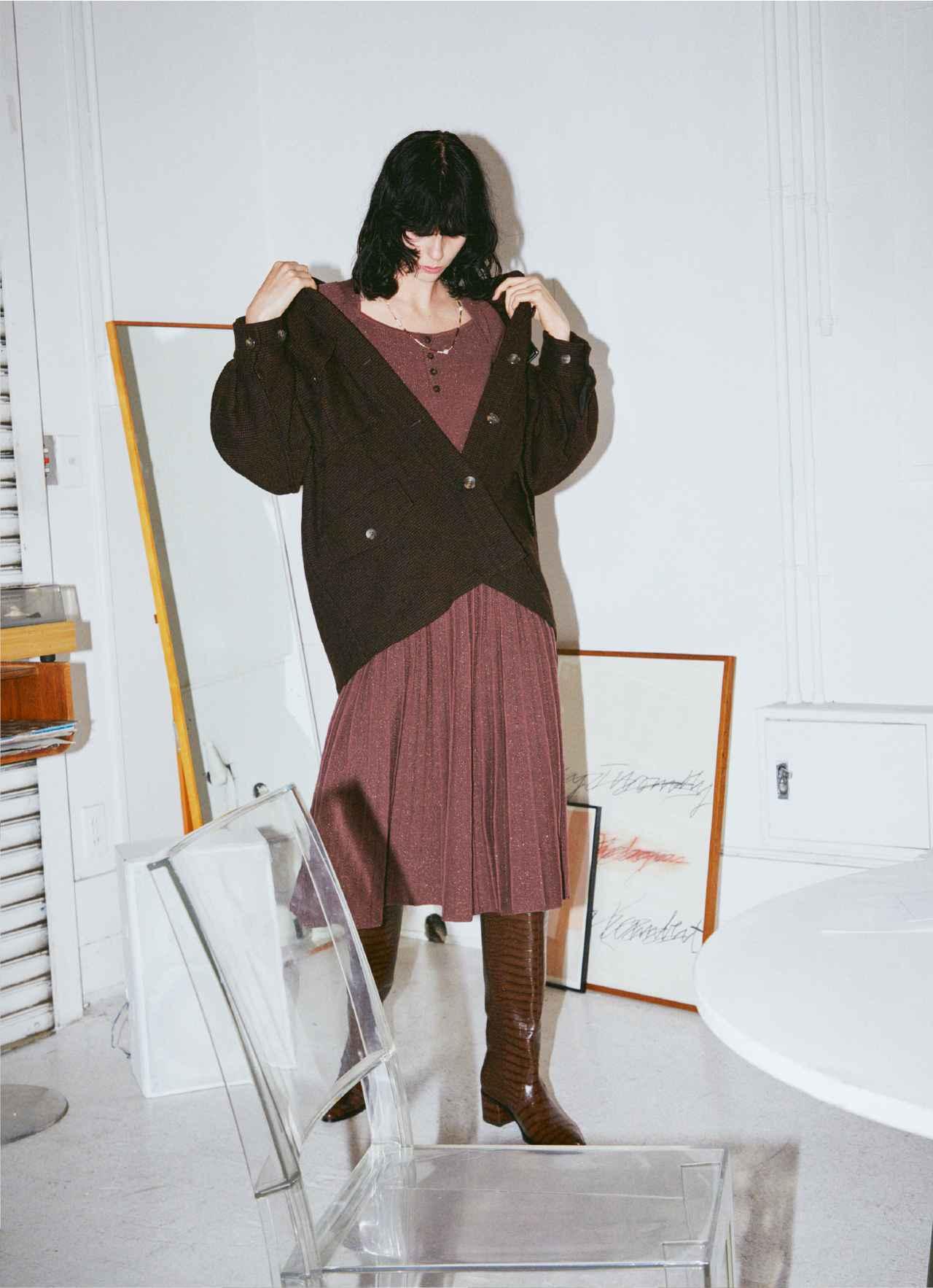 画像: 「オーバーシャツジャケット」¥17,930、「ラメニットワンピース」¥11,880 出典:fashion trend news