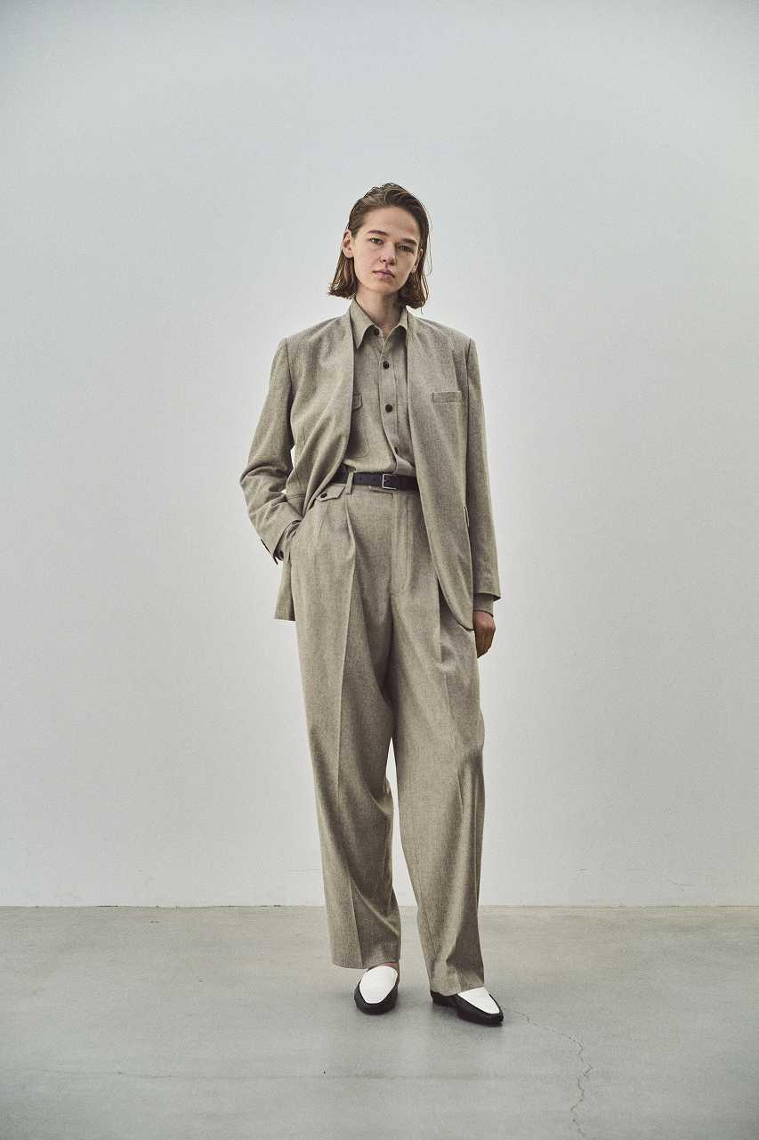 画像: フランネルジャケット¥75,900、フランネルシャツ¥41,800、2タックパンツ¥37,400(すべて税込) 出典:fashion trend news
