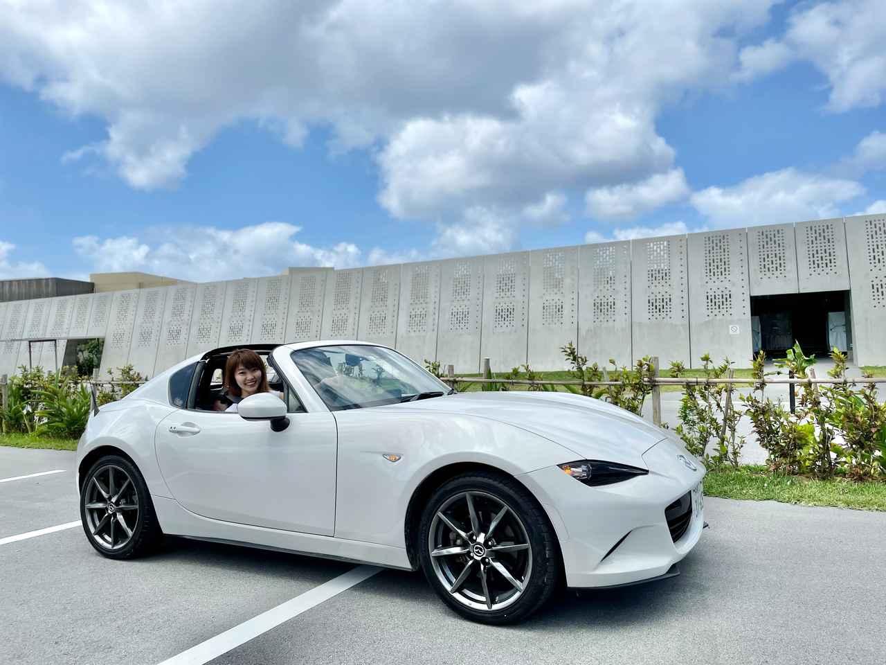 画像: リゾートの絶景を堪能出来るのは、オープンカー