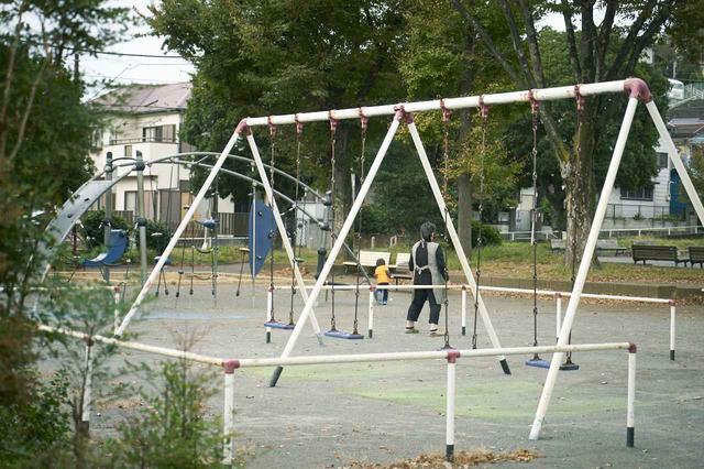 画像: 子どものとき友達と遊んでいたという公園まで足を伸ばした