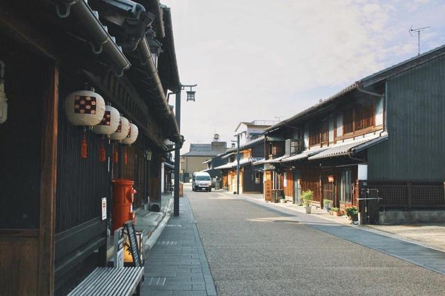 画像1: 川原町の古い町並みで旅情にひたる