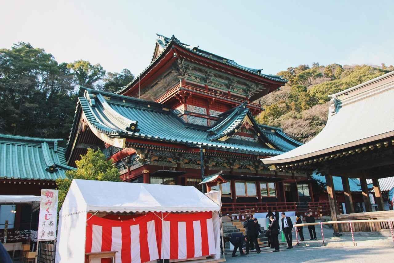 画像: ▲富士山を模したとされる大拝殿。楼閣造りで浅間造りの代表的な建造物でもある大拝殿は高さ約25メートルあり、神社建築でも日本最大級の高さを誇ります