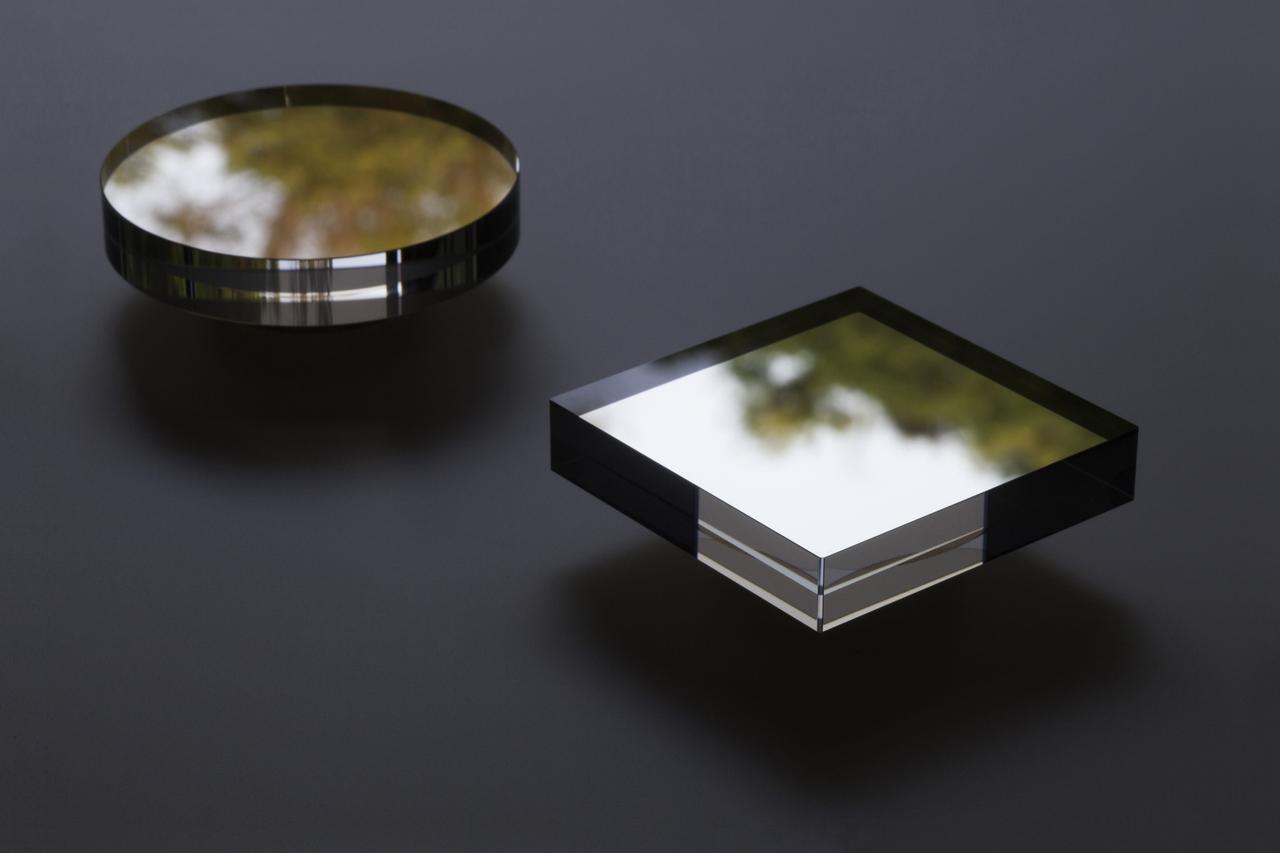 画像: 風景を映し込んでいる映箱