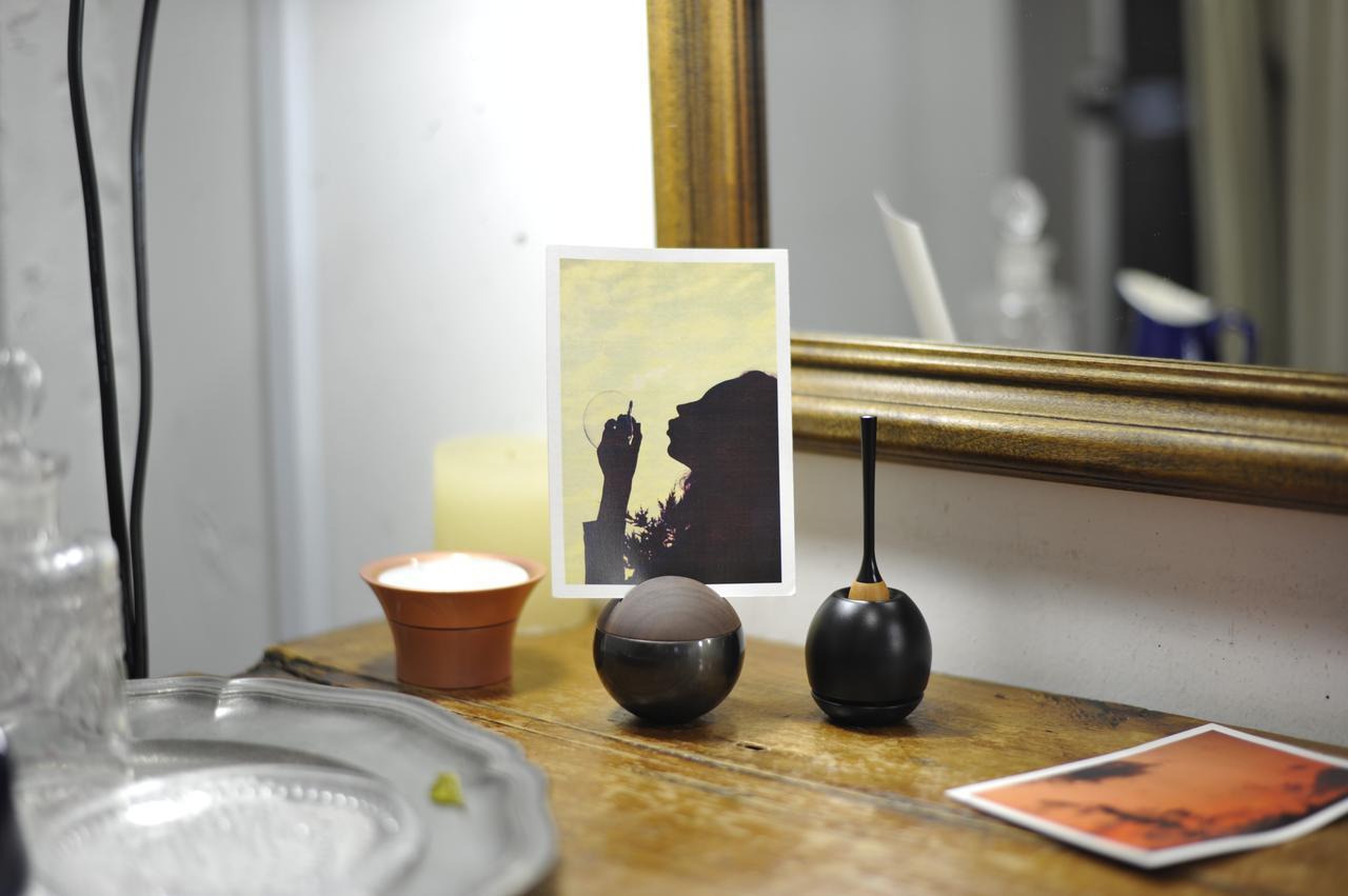 画像: 左:Caroma/キャロマ(ピンクゴールド) 中央: Pictuary sphere/ピクチュアリ スフィア(黒マット) 右:Cherin/チェリン(黒色)