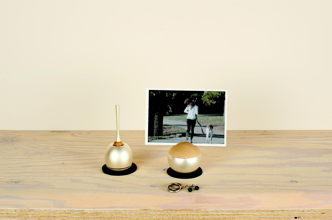 画像: 左:Cherin/チェリン(金色) 右:Pictuary sphere /ピクチュアリ スフィア(金色)