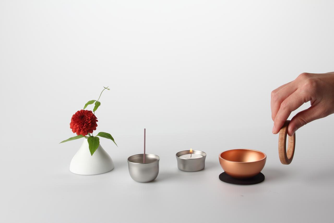 画像: 左から(花立・香立・火立・おりん本体[ピンクゴールド]、りん棒)