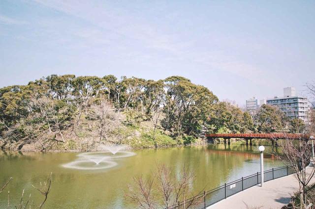 画像: ▲天王寺公園内にある茶臼山。5世紀頃の前方後円形古墳跡なのではないかという説もある