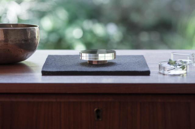 画像: 映箱 - 静まりかえった水面のような祈りの道具