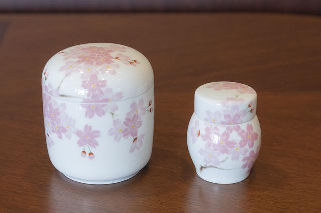 画像: 日本人に愛されている桜柄が人気