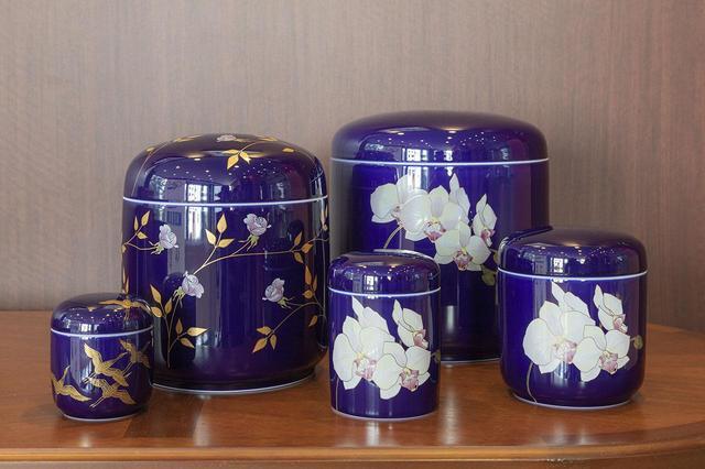 画像: 日本磁器、有田焼の歴史と美しい骨壷の魅力