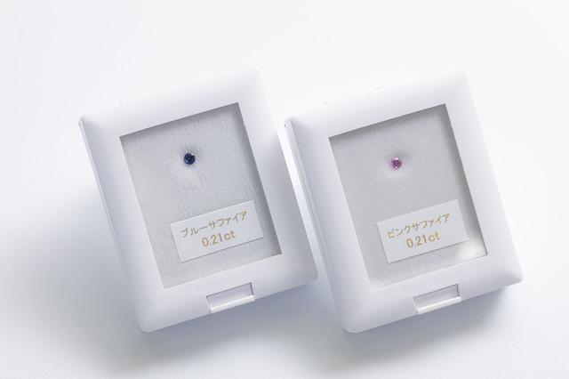 画像: メモリアルサファイアはブルーとピンクの2カラー。ご遺骨の成分によって多少色が変わる