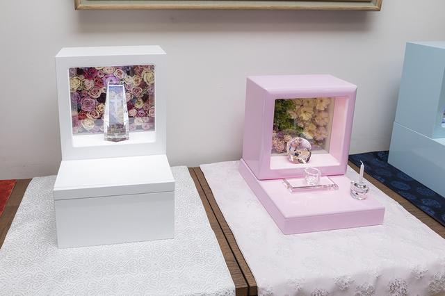 画像: 右側にあるのが「銀河」。「一人用の小型仏壇がほしい」との要望に応じて作られました。納骨数1体。お墓の継承者がいない方や、ペットのためにご購入される方が多いそうです。