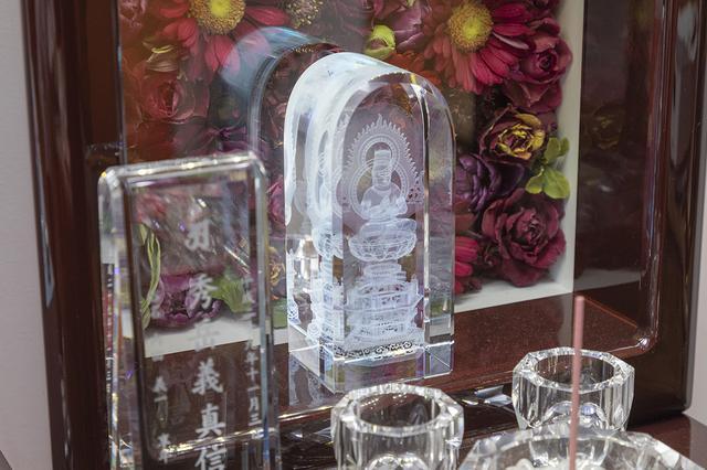 """画像5: 花供養墓 - おうちで納骨、会いたいときにいつでも会える。""""枯れない花""""で故人とつながる/株式会社テンマック"""