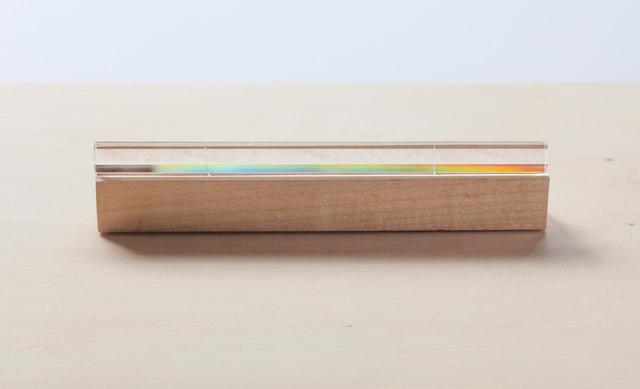 画像: 水平鈴そのものも、角度によって虹色に輝く
