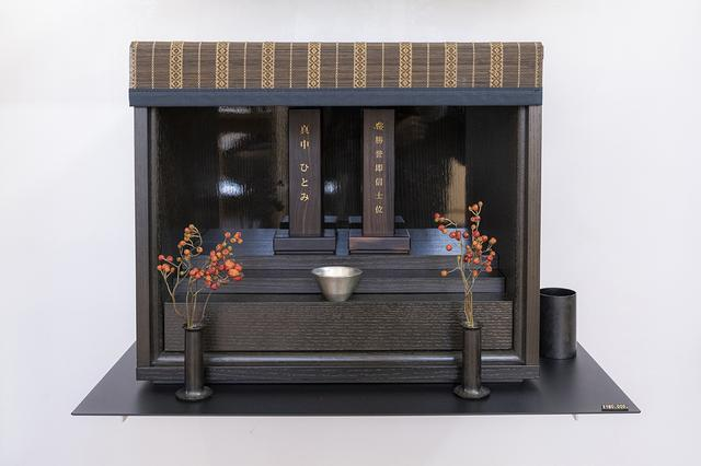 画像: 偲壇(墨)/古来より大切なものを収めるための箱というカタチにこだわったモダン仏壇。