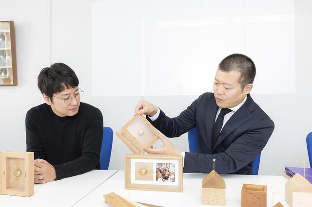 画像: BOOKには絶対、コルクを使いたいと思った山口さん。手仕事の職人とともに、こだわりの技術を織り交ぜて思いを実現したそう。