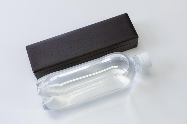 画像: 持ち運びを考慮して、サイズは500mlのペットボトルとほぼ同じ。それでいて強度が作られているので安心