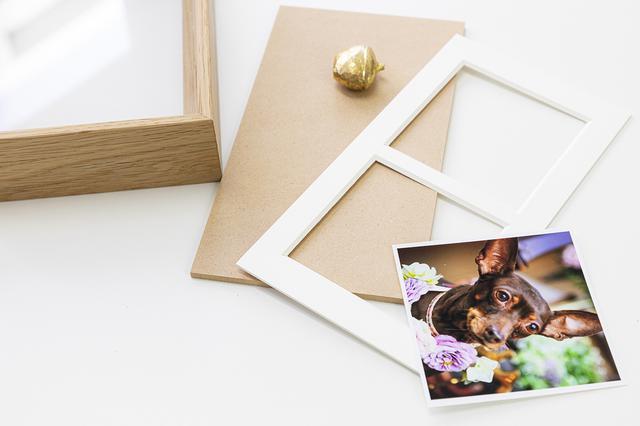 画像: 背板は簡単に取り外せるため、季節に合わせて写真を入れ替えても。