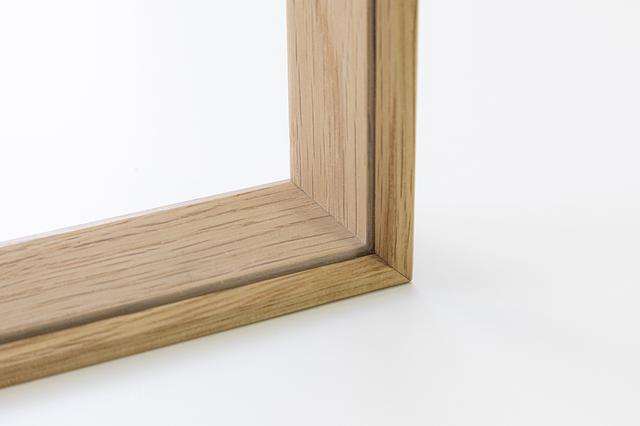 画像: 木枠は、内側にやや傾斜させることで奥行きを感じさせて。