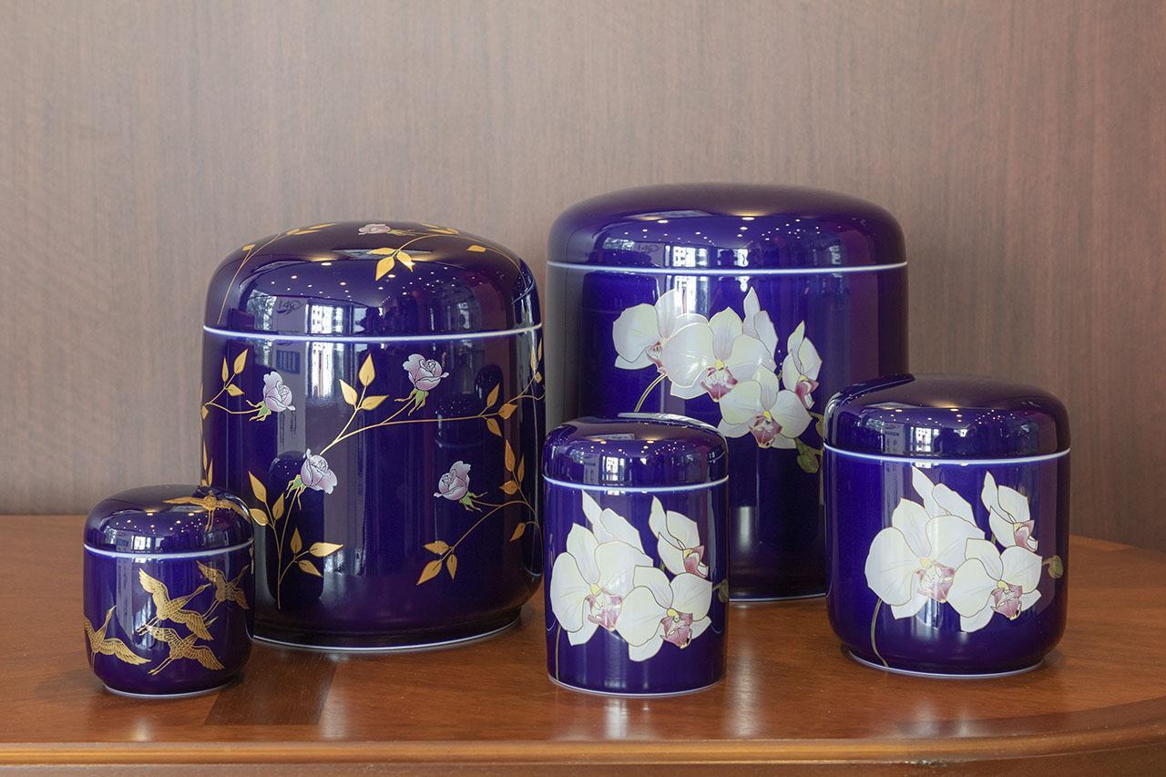 画像: 日本磁器、有田焼の歴史と美しい骨壷の魅力/株式会社香蘭社