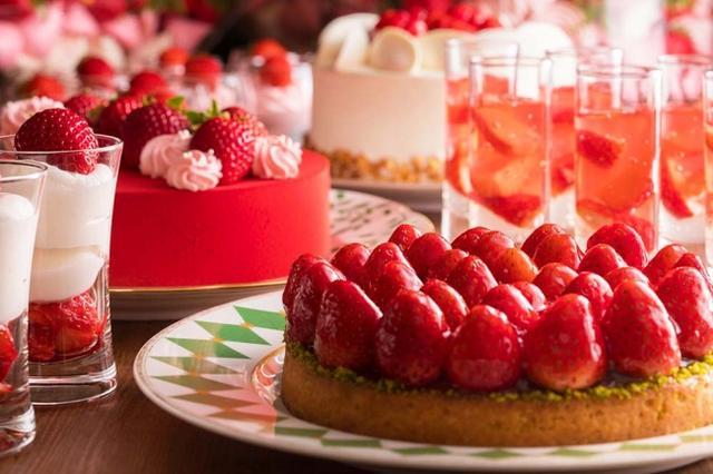 画像1: 【完売必至】フレッシュいちごの食べ比べが大人気!ナイトタイム・デザートブッフェ「いちごジャーニー」開催