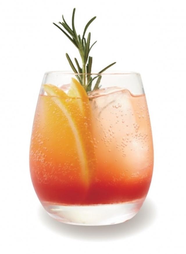 画像: ◇ブラッドオレンジ ガッサータ 自家製ローズマリーシロップとシチリア産ブラッドオレンジジュースをソーダと合わせました。ブラッドオレンジに多く含まれるアントシアニンやビタミンCには、古くなった肌を蘇らせてくれる美容効果があります。 価格:480円(税抜)